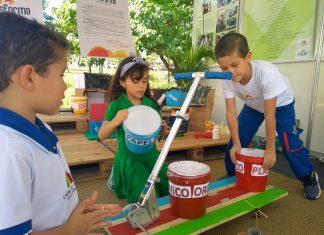Crianças aprendem a lidar com reciclagem